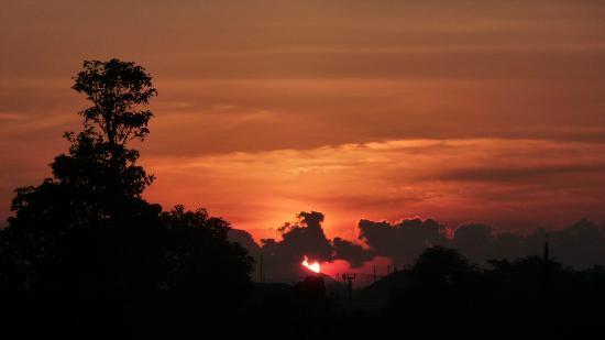 Villa Puri Royan: Sonnenaufgang von unserem Balkon aus