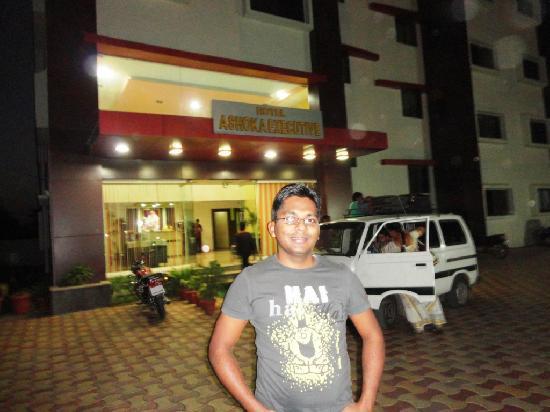 Hotel Ashoka Executive:me in front of hotel