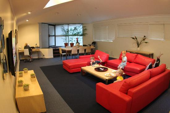 Riverview Apartments: Lounge/Dining