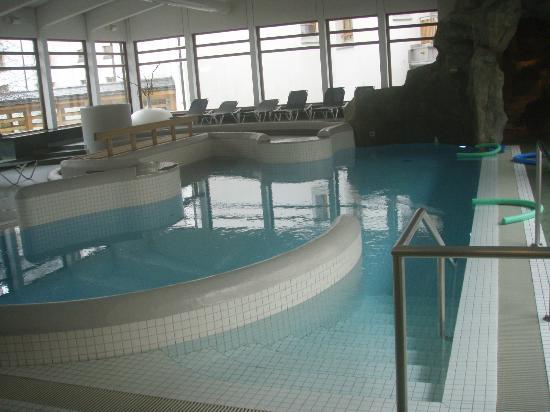 Hotel Schweizerhof: piscine chauffée intérieure