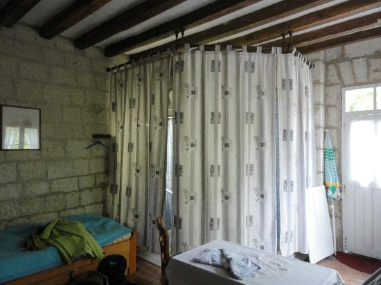 La Basinierre: chambre et salle de bain
