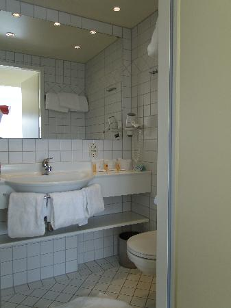 Hotel Royal: bathroom