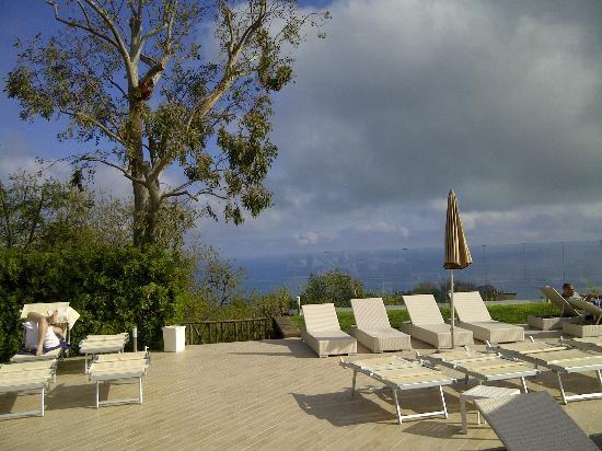 Piano di Sorrento, Italie : views from pool
