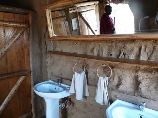 Olpopongi - Maasai Cultural Village & Museum: Olpopongi Badezimmer