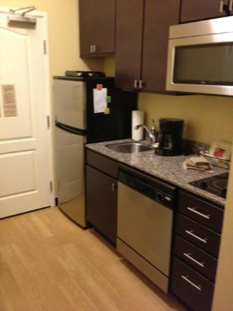 TownePlace Suites Nashville Airport : Kitchen - King Suite (211)