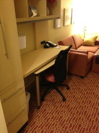 TownePlace Suites Nashville Airport : Desk - King Suite (211)