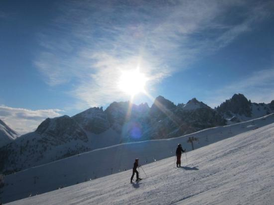 Axamer Lizum: スキー場南側の岩山群