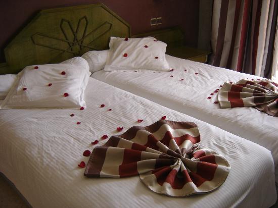 Hotel Chems : Les lits sont fait différaments tout les jours (pétales de roses)