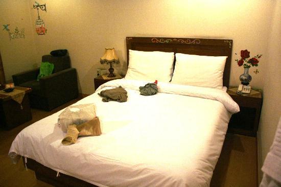 December Hotel Jeju: Bed