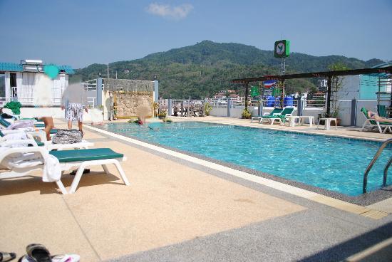 Santi White Hotel : la piscine sur le toit
