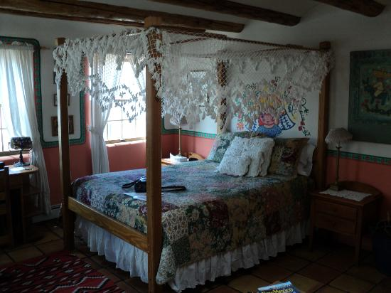 La Dona Luz Inn, An Historic Bed & Breakfast: very romantic, but soft mattress