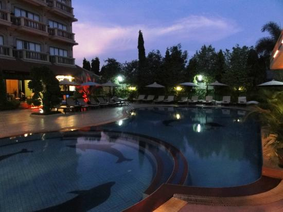Lucky Angkor Hotel: piscine & jaccuzzi