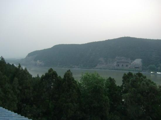 Dongshan Hotel: View from terrace on 4th floor: Longmen grottoes
