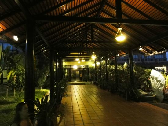 لكي أنجكور هوتل: accès à la réception
