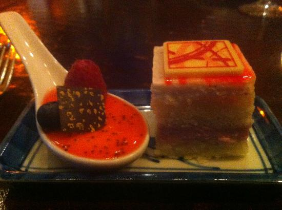 Park Grill: Dessert - One TINY piece of cake!