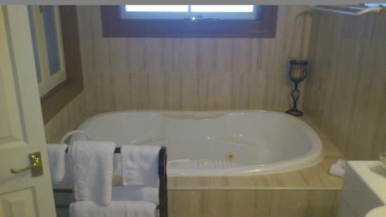 Bli Bli House Luxury Accommodation: spa bath