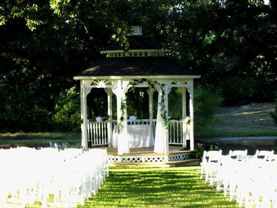 Towering Oaks Haven : Wedding Gazebo