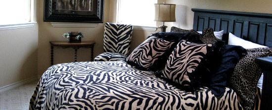 Towering Oaks Haven : Zebra Room, 3rd floor