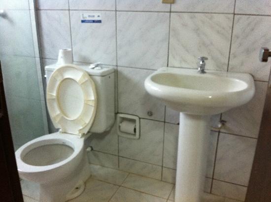 Banheiro Não existe balcão na pia  Picture of Hotel Advanced, Campo Grande  -> Armario De Banheiro Campo Grande Ms