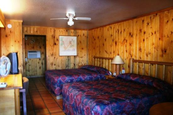 climbing the rocks picture of big horn lodge moab. Black Bedroom Furniture Sets. Home Design Ideas