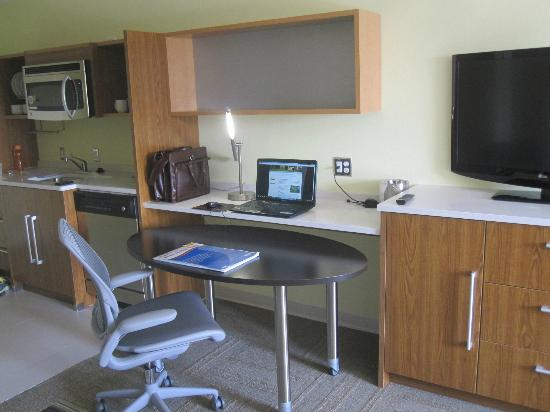 Home2 Suites Charleston Airport / Convention Center: Great work space