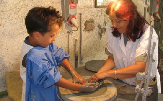Agriturismo Frallarenza : pottery wheel with children