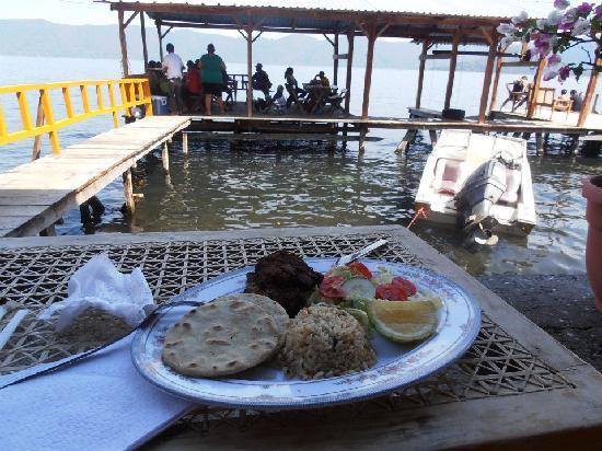 Lake Coatepeque: comida del lugar