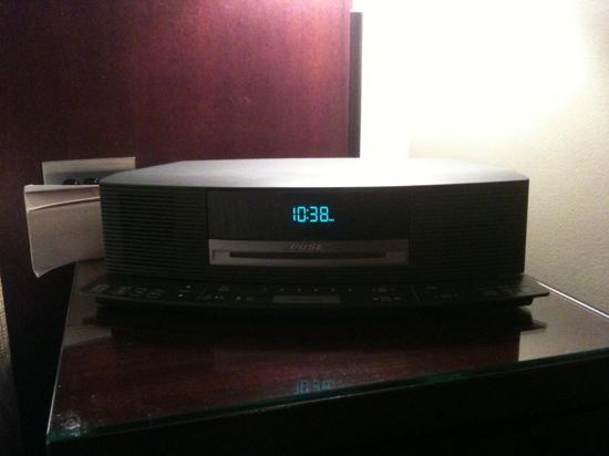 Sofitel Melbourne on Collins: Bose CD player/radio on bedside table
