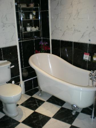 Beech House: Spacious Bathroom.