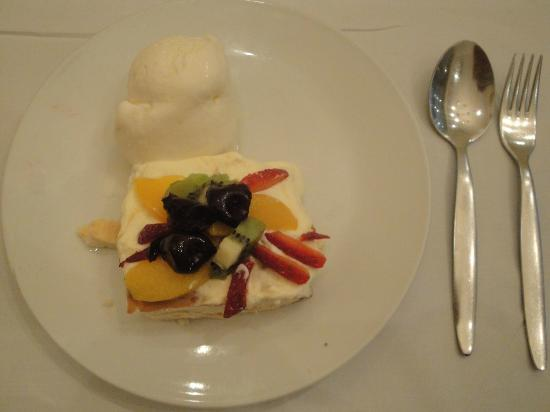 Old Austria Restaurant : The wonderful PAVLOVA