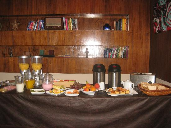 Hotel Babel: Breakfast buffet