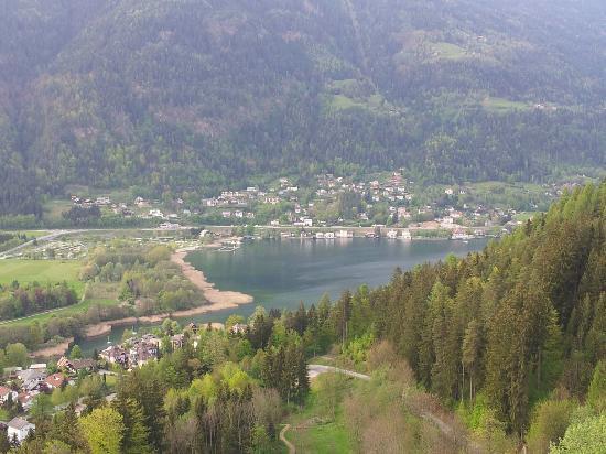 Ossiach, ออสเตรีย: vista del lago dal castello di Landskron