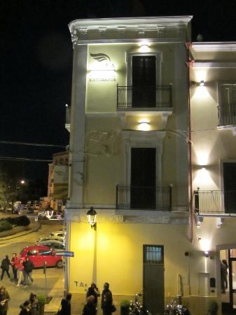 Hotel L'Arcangelo at night