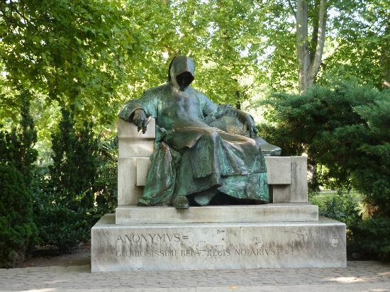 Varosliget : Skulptur Anonymus