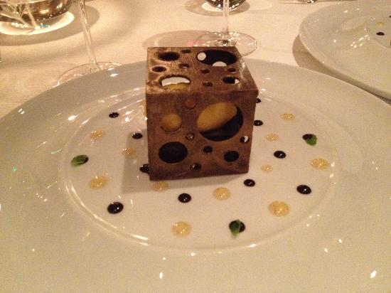La Ferme Saint Simeon - Relais et Chateaux: Chocolat en cage... de chocolat...