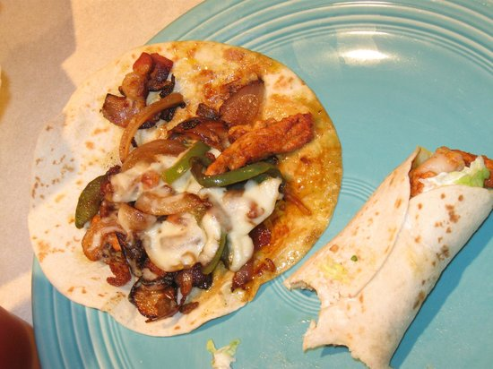 Sol De Mexico Mexican Restaurant: The Alhambre - three flour tortillas with grilled chicken & bacon with sauteed green peppers & o