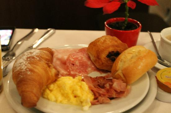 Mythos Hotel: Breakfast in christmas