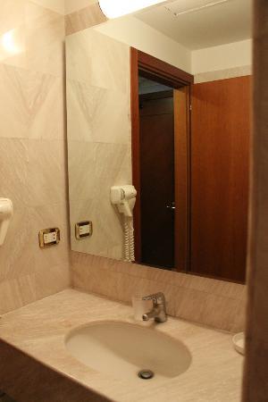 Mythos Hotel: WC