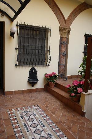 Hotel Cavour : dettaglio del giardino