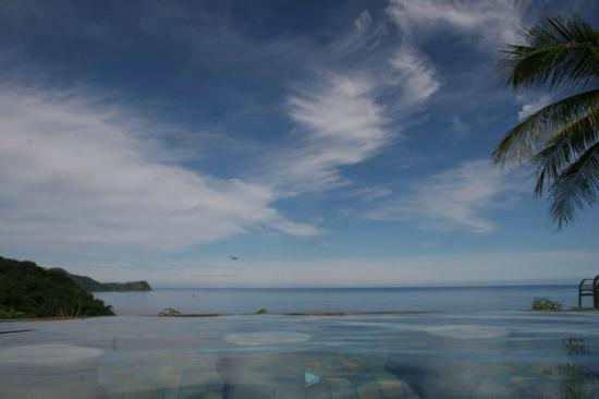 Playa Ocotal, Costa Rica: infinity pool view
