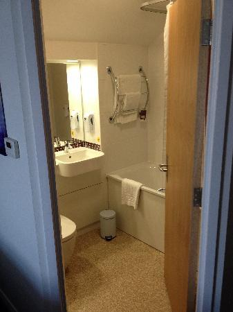 Premier Inn Blackpool (Bispham) Hotel : Refurbished bathrooms