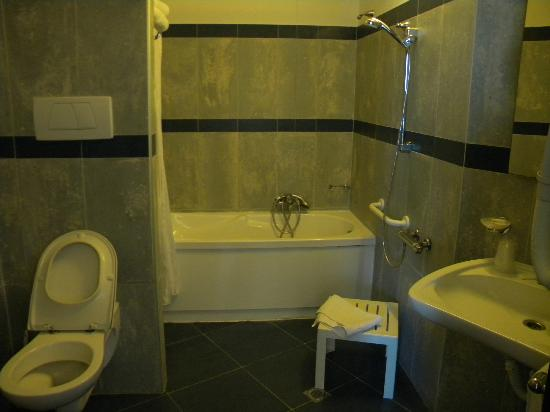 Bagno superior con vasca idro bild von hotel alexander - Bagno delio san mauro a mare ...