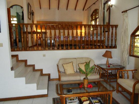 le petit salon et la mezzanine photo de romance bungalows beau vallon tripadvisor. Black Bedroom Furniture Sets. Home Design Ideas