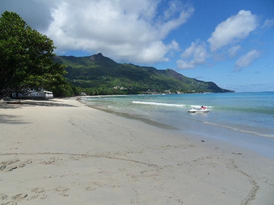 Romance Bungalows : La plage de Beau Vallon