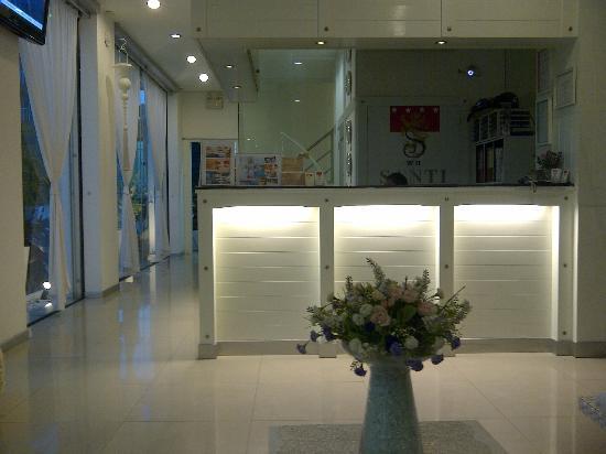 Santi White Hotel: White white and white