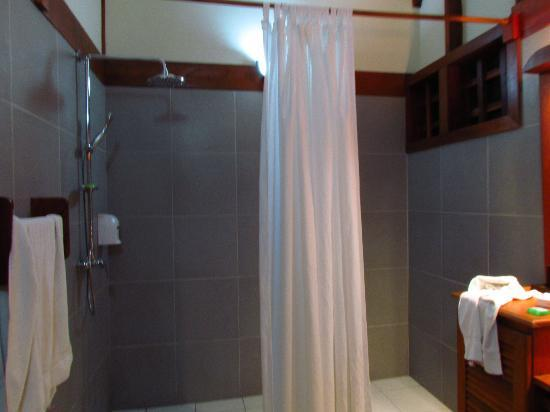 Namuwoki Lodge: The shower. All very nice.