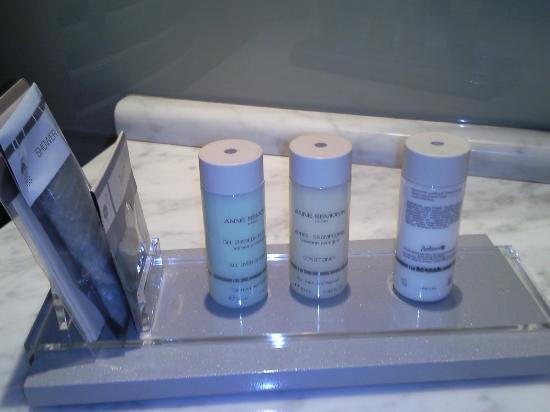 Radisson Blu Hotel Bucharest: Bathroom Products