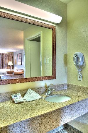 Best Western Padre Island: Vanity area