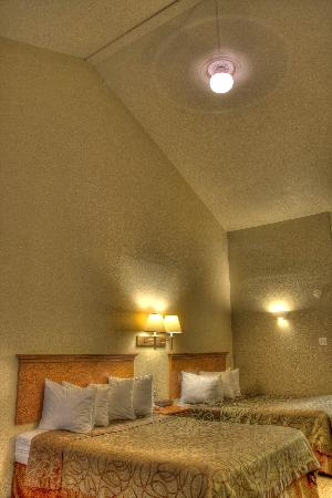 Best Western Padre Island: Vaulted Ceiling Double Queen Room