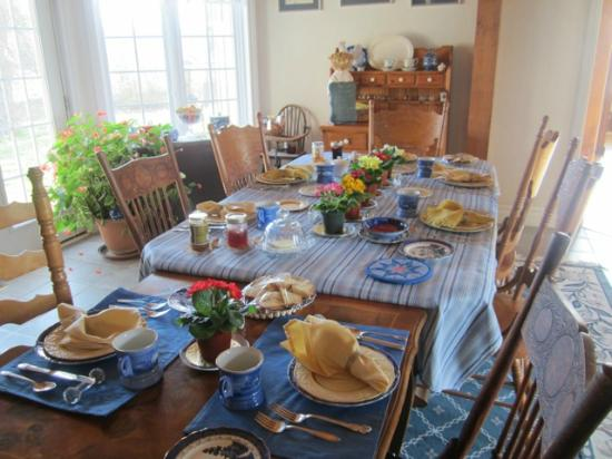 Holly Cottage Bed and Breakfast: One bountiful breakfast